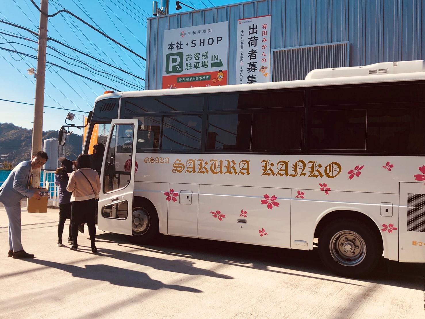 バスに乗ってお帰りになるベトナム・ダナン市の方々