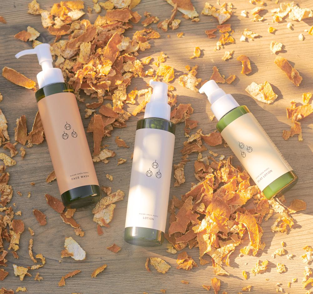 果樹園を意識したロゴマークと、優しい色合いを貴重としたボトルデザインです。