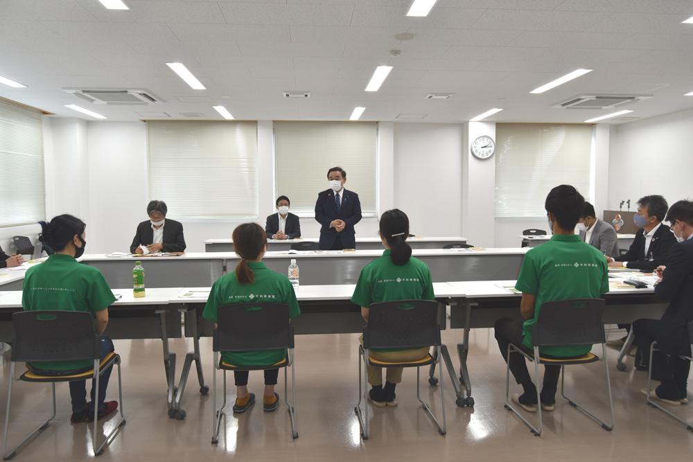 坂本大臣と若手社員との懇親会が開かれました