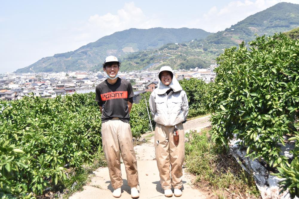 生産部6年目古田さん(左)と新入社員増田さん(右)