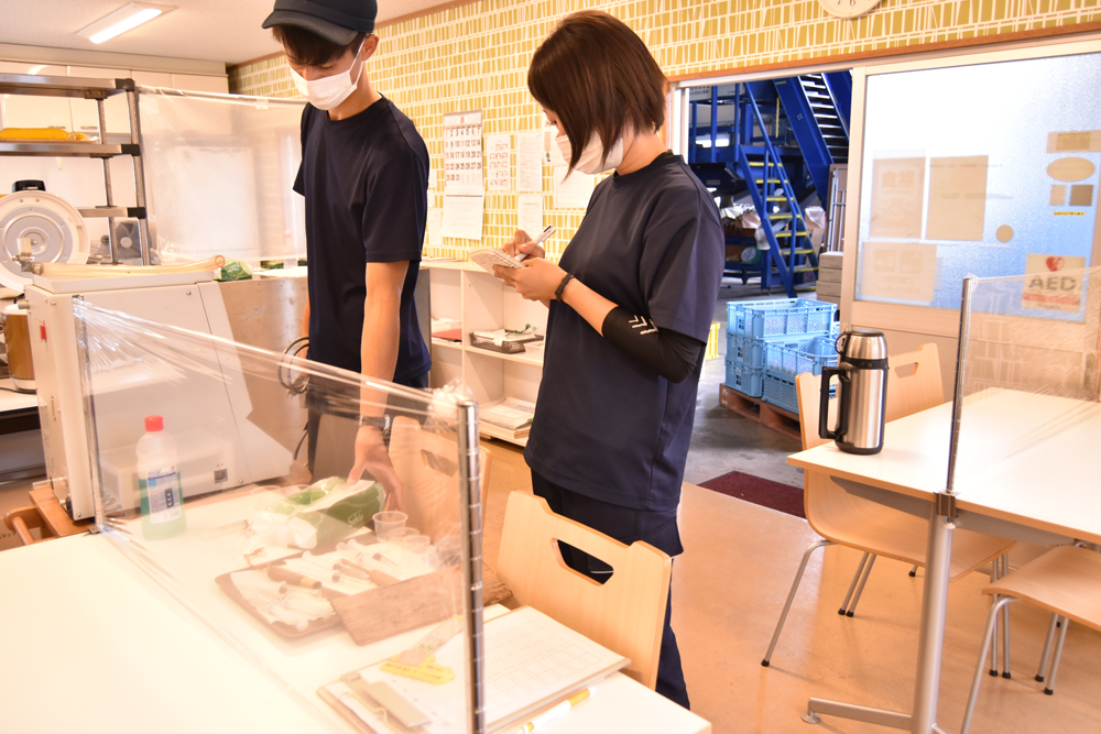 今回果汁検査を担当するのは、橘さんと増田さんです